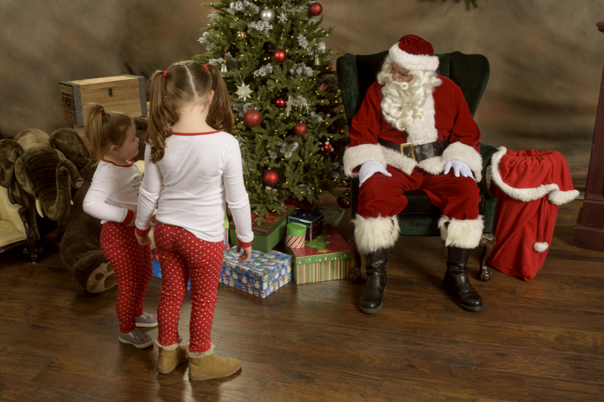 Northwest Santa Photos - Safe Santa photos - 6 feet and safe